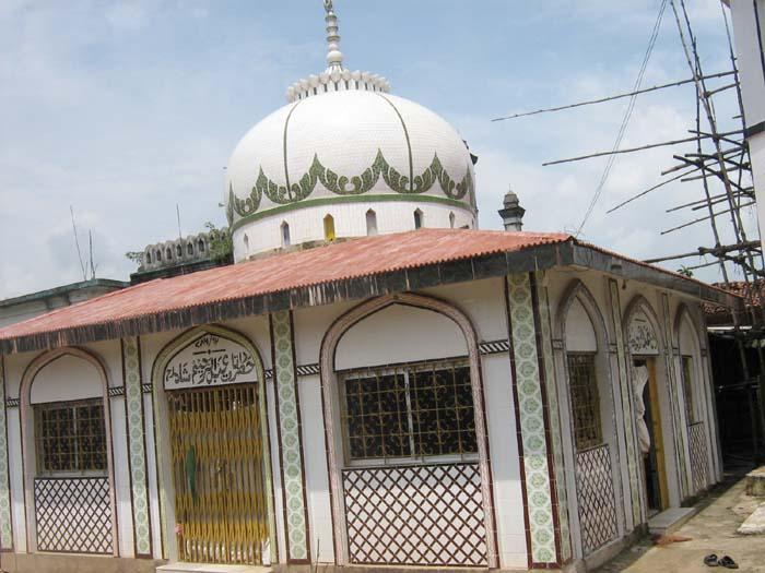 Tomb of Hazrat Abdurrahim Shah Chari Gola